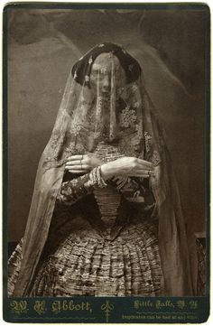 This site exists to discredit the idea of the Victorian standing post mortem photo. Post mortem photos do exist, but none of them are stand alone. Vampires, Vintage Photographs, Vintage Photos, Victorian Photos, Post Mortem Photography, Plaster Sculpture, Art Antique, Bizarre, Cthulhu
