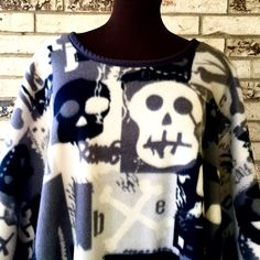 Halloween Skull Fleece Caftan by TexasStitchWitches on Etsy https://www.etsy.com/listing/252022215/halloween-skull-fleece-caftan