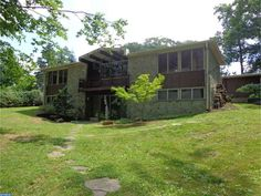 This 1969 ranch in Abington, PA was designed by the architect as his personal residence.  Listing #6592963 courtesy of BHHS Fox & Roach-Newtown.