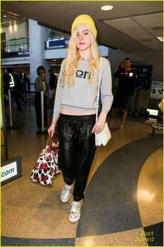 elle fanning lax arrival after met ball 10, Elle Fanning dons a bright yellow beanie as she arrives at LAX airport in Los Angeles on Tuesday afternoon (May 7).    Just the night before, the 15-year-old actress…