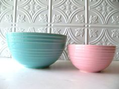 I love McCoy pottery! Mixing bowls I have an aqua one like the one shown, that belonged to my great-grandmother. Weller Pottery, Old Pottery, Mccoy Pottery, Pottery Bowls, Vintage Pottery, Pottery Art, Vintage Bowls, Vintage Dishes, Vintage Kitchen