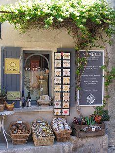 Les Baux-de-Provence, shop with grey colour scheme