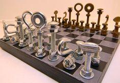 Jogo de xadrez alternativo com peças feitas de porcas e parafusos