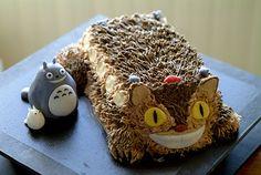 Totoro and cat bus cake Totoro, Fun Cupcakes, Cupcake Cakes, Chat Bus, Bus Cake, Cat Themed Parties, Anime Cake, Cake Shapes, Cute Desserts