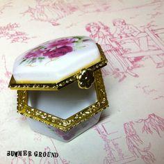 Golden Floral Rim Oriental Keeper