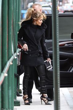 JLo sexes up daytime wardrobe by slipping into leather pants Well heeled: The superstar looks chic i J Lo Fashion, Fashion Pants, Fashion Looks, Fashion Trends, Love Her Style, Style Me, Jennifer Lopez News, Jennifer Lopez Hair Color, Jennifer Lopez Makeup