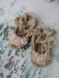Shabby chic baby ballet shoes made from silk with vintage style cream lace, chiffon roses and fused pearls tied with an aged crinkled ankle bow. After little feet have grown use hanging as a decoration in baby's room! Designed by Sharmeil I love these! Vintage Shabby Chic, Vintage Love, Vintage Shoes, Vintage Ballet, Baby Booties, Baby Shoes, Kitsch, Baby Ballet, Baby Ballerina