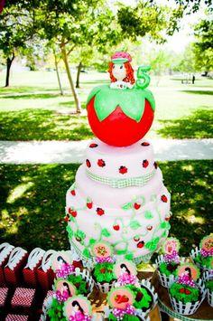 Strawberry Picnic + Shortcake 5th Birthday party ideas and planning tips! See some adorable party decorations, food, favors, desserts & more! Дни Рождения, День Рождения Маленькой Девочки, Клубничное Песочное Печенье На День Рождения, Вечеринка С Пони, Торт, Свадьба