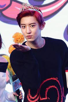 아름다운 나비. <<=== translation= Chanyeol is so fabulous. Jk I don't know what it says XD