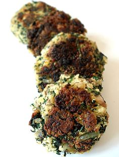 Mediterranean-flavored green vegan burgers // contains mushrooms and onion. :)