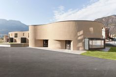 The project is the winning entry of an international competition issued by the city of Bolzano for two new school buildings and a public square located at the center of a new residential neighborhood planned on the southern outskirts of the city.  The pre
