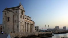 Photo Wedding in the cathedral: the cathedral and the castle of Trani (Italy) a few minutes before sunset by Antonio Anelli on 500px