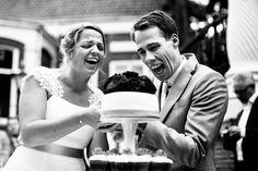 Bruidstaart snijden   Bruidsfotografie