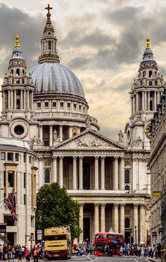St. Pauls Cathedral, London, UK (Reconstruída por Christopher Wren após a demolição de várias catedrais inglesas - Barroca)