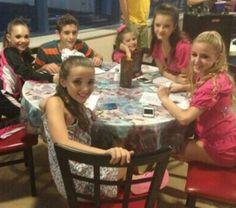 I luv dance moms Mackenzie Ziegler, Maddie Ziegler, Maddie And Mackenzie, Brooke Hyland, Dance Moms Girls, Kendall Vertes, Young Celebrities, Girls Together, Jojo Siwa
