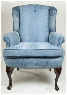 DIY Jeans furniture Chair This just has to be Comfy Denim Furniture, Cool Furniture, Furniture Sets, Furniture Design, Upholstered Furniture, Antique Furniture, Geek Furniture, Victorian Furniture, Furniture Dolly