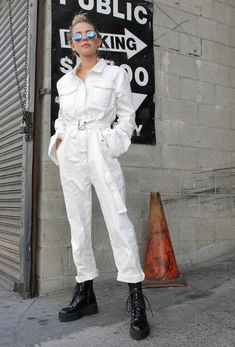 Ready to add something new to your closet? The biggest jumpsuit trend for fall are these easy to wear + effortlessly cool coveralls style utility jumpsuit. Rompers Women, Jumpsuits For Women, Mode Outfits, Fashion Outfits, Style Fashion, Fashion Mode, Woman Outfits, Petite Fashion, Fashion Fall