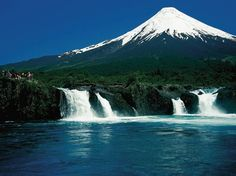 Discover Chile in a camper or motorhome What A Beautiful World, Beautiful Places, Patagonia, Places Around The World, Around The Worlds, Beautiful Waterfalls, Vacation Spots, South America, Mountains