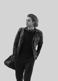 Who told him he could look like that? 5sos Luke, 1d And 5sos, Luke Hemmings, 5 Seconds Of Summer, Hemmo1996, 5sos Pictures, Luke Roberts, Michael Clifford, Calum Hood