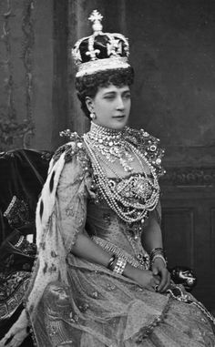 Queen Alexandra in Coronation robes wearing the Adelaide Fringe Necklace as a girdle - it's more normally worn as a necklace and as a tiara by Queen Victoria (and in that form is often confused with Queen Mary's 1919 fringe tiara worn by the present Queen at her wedding)
