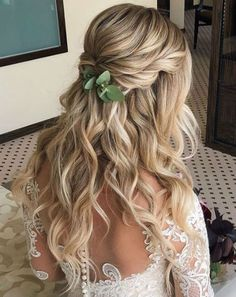 Devastating Wedding Hairstyles for Long Hair To Blow Peoples Minds. These Hairstyles Will Make Your Very Special Day to A Fabulous Memorable Event and You Must Bookmark These Wonderful Long Wedding Hairstyles for Your Brides. Veil Hairstyles, Wedding Hairstyles For Long Hair, Wedding Hair And Makeup, Curled Hairstyles, Bridesmaid Hairstyles, Hair Wedding, Trendy Hairstyles, Boho Wedding Hair Half Up, Short Hair