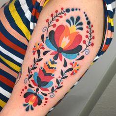 Upper arm tattoo for women Arm Tattoos For Women Upper, Small Back Tattoos, Cute Tiny Tattoos, Back Tattoos For Guys, Cool Arm Tattoos, Upper Arm Tattoos, Badass Tattoos, Sleeve Tattoos For Women, Body Art Tattoos
