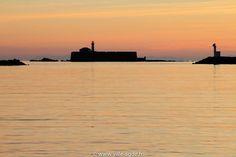 Le Fort Brescou au soleil couchant - Le Cap d'Agde - Méditerranée - France © Laurent Uroz