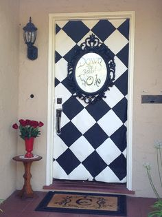 Alice in Wonderland party front door decor Alice In Wonderland Tea Party Birthday, Alice Tea Party, Alice In Wonderland Birthday, Wonderland Alice, Alice In Wonderland Party Ideas, Winter Wonderland, Mad Tea Parties, Lila Party, Festa Party
