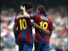Messi and Ronaldinho FC Barcelona legends Fc Barcelona, Lionel Messi Barcelona, Camp Nou, Football Soccer, Football Players, Football Stuff, Soccer Stars, Neymar, Psg