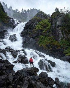 Muy temprano a por un poco de agua...   Foto: @hiking_hobby -  DoubleTab and Tag A Friend Love It      Share from: @hikingtheglobe #hiking #hike #hiker #hikers #hikelife #outdoors #hikingadventures #hike365 #hikingtrail #hikingtrailikinglife #hikingday #hikingtrip #hikingculture #likeamountaingirl #hiking #hikingwithdogs #hikingworldwide #hiking_hobby - #regrann #survival #men #insta #instagram #photooftheday