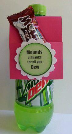 No se requiere de mucho dinero cuando se trata de hacer un pequeño regalo de agradecimiento. Basta una lata o botella de refresco para crea...