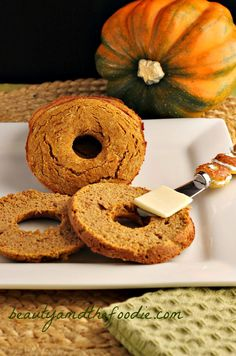Low Carb Pumpkin Bagels | Grain free, Paleo and low carb version. Starch free, dairy free, with nut free options. www.beautyandthefoodie.com