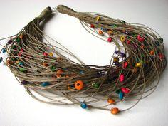 Gouttes de pluie bois colorés collier lin par GreyHeartOfStone