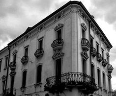 Black and White Italian Buildings #ItalianB&WArchitecture #freewallpapers