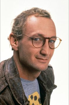 "I prefer really this beautiful picture of Robert Englund than the previous! lol He is more ""cute"" and ""charming"", not?"
