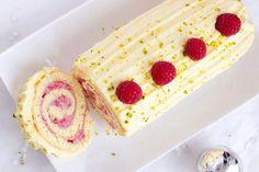 Recette de bûche de noël framboises et chocolat blanc au Thermomix TM31 ou TM5. Réalisez ce dessert en mode étape par étape comme sur votre appareil !