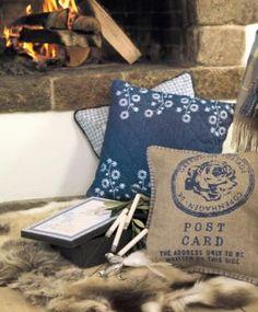 Kussenhoezen Tweed Post blauw 40 x 40 [kussenhoezen_tweed_blue] : GreenGate, Deens serviesgoed en lifestyle online van GreenGate om verliefd op te worden bij webshop / webwinkel Billie Design, zoals servies, quilts en woonaccessoires.