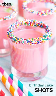 Bright pink shots that taste just like birthday cake! Simply rim shot glasses wi… Bright pink shots that taste just like birthday cake! Simply rim shot glasses with frosting and sprinkles, then shake together sweet and boozy birthday drinks. Birthday Cake Shots, 21st Birthday Cakes, 21st Birthday Drinks, 19th Birthday, Birthday Recipes, Pink Birthday Food, Birthday Snacks, Jello Shot Recipes, Alcohol Drink Recipes