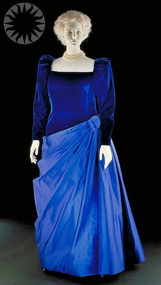 Barbara Bush wore this exquisite blue velvet and taffeta gown for her husband's inaugural ball. GORGEOUS! #first #lady's #fashion