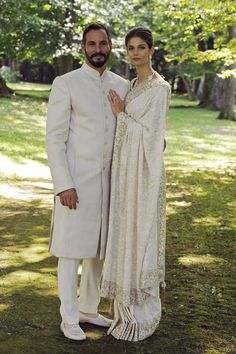 Prince Rahim Aga Khan and Kendra Salwa Spears The Bride: Kendra Salwa Spears, a Seattle-born model. The Groom: Prince Rahim Aga Khan, the oldest son of His Royal Brides, Royal Weddings, Indian Weddings, Prince Rahim Aga Khan, Indian Dresses, Indian Outfits, White Sari, Princesa Real, Beauty And Fashion