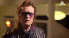 "Glenn Hughes @glenn_hughes 9/8C TONITE ~ April 27th, 2013 on VH1 Classic (USA) 'Behind The Music Remastered : Deep Purple' ~ ""Wasn't everybody snorting coke off strippers bums"" http://on.vh1.com/11l2xDD"