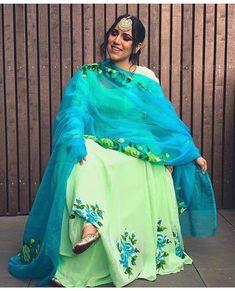 Punjabi Suits Designer Boutique, Boutique Suits, Indian Designer Suits, Embroidery Suits Punjabi, Embroidery Suits Design, Designer Party Wear Dresses, Kurti Designs Party Wear, Girls Fashion Clothes, Clothes For Women