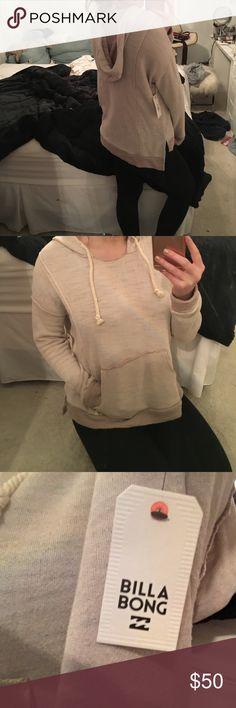 Billabong sweatshirt Beige sweatshirt from billabong. Never worn Tops Sweatshirts & Hoodies