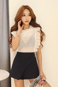 Today's Hot Pick :Checkered See-Through Ruffle Embellished Top http://fashionstylep.com/SFSELFAA0022041/insang1en/out This see-through blouse will magnify your feminine charms. This has a see-through check pattern and ruffles, making for a subtly sexy feminine look. Wear this stop with a pleated skirt and basic pumps. - Ruffled high neckline - Ruffled sleeves - See-through check pattern - Available color(s): Black, Ivory