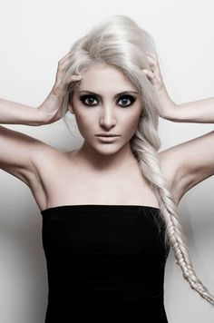 New Hair White Blonde Pale Skin Ideas Long Platinum Blonde, Platinum Hair, Hair Pale Skin, White Blonde Hair, Silver Hair, Pretty Hairstyles, New Hair, Hair Inspiration, Character Inspiration