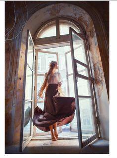 kseniya che dance in the window