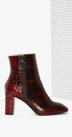 Be the baddest babe in these leather boots!rn