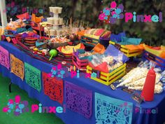 Table of Mexican candy Mexican Candy Bar, Mexican Fiesta Party, Fiesta Theme Party, Mexican Dessert Table, Mexico Party, Mexican Birthday Parties, Fiestas Party, Party Decoration, Snacks Für Party