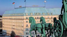 泊ってみたいホテル・HOTEL|ドイツ>ベルリン>ブランデンブルク門のすぐそばに位置する豪華な5つ星ホテル>ホテル アドロン ケンピンスキー ベルリン(Hotel Adlon Kempinski Berlin)