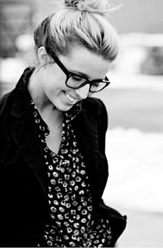 e77df02608479f glasses Joli Visage, Chic Minimaliste, Jolis Looks, Lunette De Vue, Beaux  Vêtements